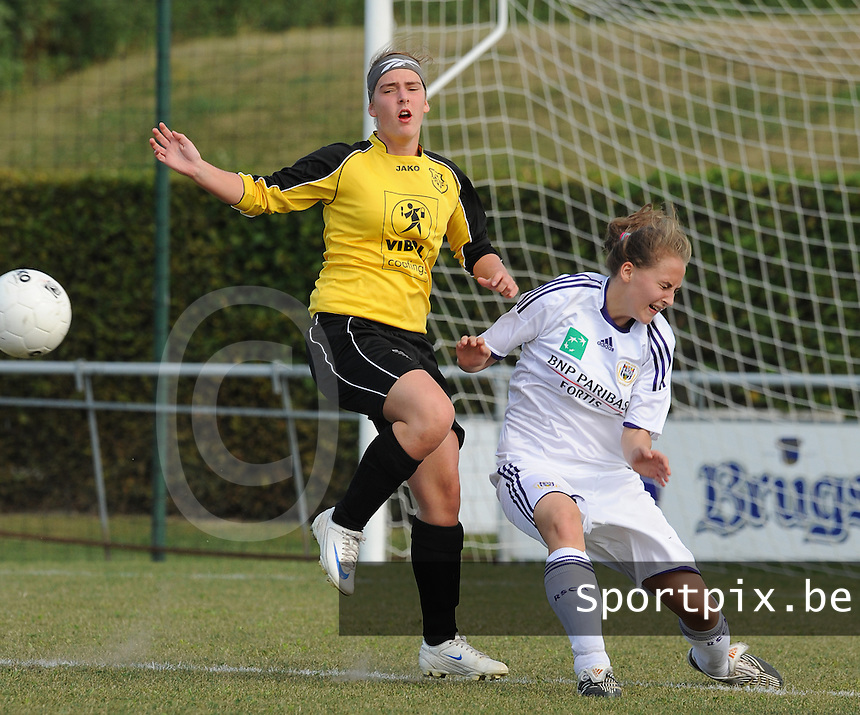 DVK Egem - RSC Anderlecht : Kelly Maene in duel met Francesca Van Oudheusden (rechts).foto DAVID CATRY / Vrouwenteam.be