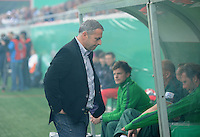 FUSSBALL   DFB POKAL   SAISON 2011/2012  1. Hauptrunde      30.07.2011 FC Heidenheim - Werder Bremen Enttaeuschung Werder Bremen;  Manager Klaus Allofs im Nebel der Pyros von Bremer Fans.