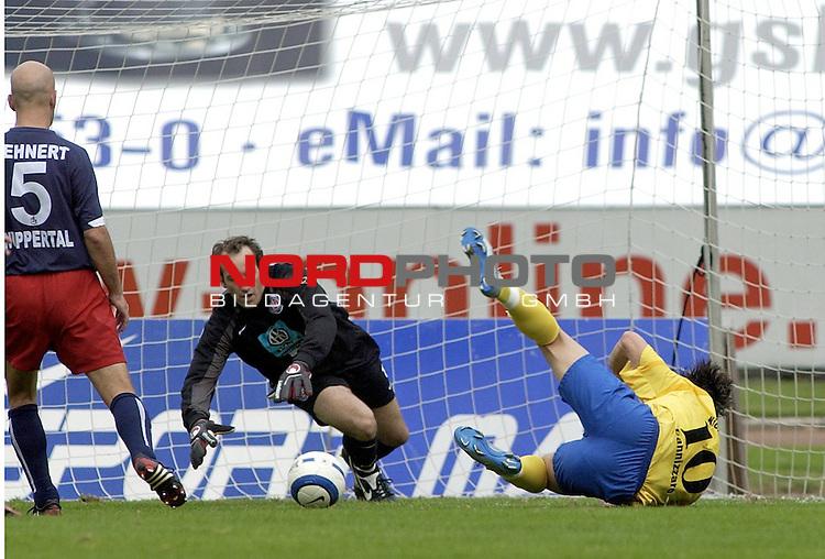RLN  05 / 06-  11.Spieltag - Hinrunde<br /> <br /> Wuppertaler SV Borussia -  BSV Kickers Emden<br /> <br /> <br /> <br /> Bjoern Mehnert vom Wuppertaler SV Borussia foult im Zweikampf um den Ball Massimo Cannizzaro vom Kickers Emden. Schiedsrichter Karl - Josef Metzger pfeift Elfmeter.<br /> <br /> Torwart Christian Maly zum Ball.<br /> <br /> <br /> <br /> Foto &copy; nordphoto <br /> <br /> <br /> <br />  *** Local Caption *** Foto ist honorarpflichtig! zzgl. gesetzl. MwSt.<br />  Belegexemplar erforderlich