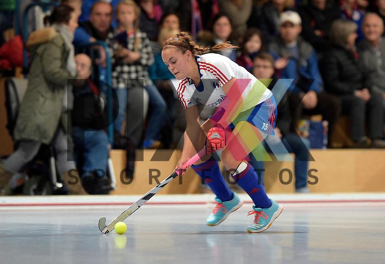 GER - Mannheim, Germany, December 05: During the 1. Bundesliga Sued Damen indoor hockey match between Mannheimer HC (white) and TSV Mannheim (red) on December 5, 2015 at Irma-Roechling-Halle in Mannheim, Germany. Final score 7-1 (HT 5-0).  Kira Schanzenbecher #15 of Mannheimer HC<br /> <br /> Foto &copy; PIX-Sportfotos *** Foto ist honorarpflichtig! *** Auf Anfrage in hoeherer Qualitaet/Aufloesung. Belegexemplar erbeten. Veroeffentlichung ausschliesslich fuer journalistisch-publizistische Zwecke. For editorial use only.