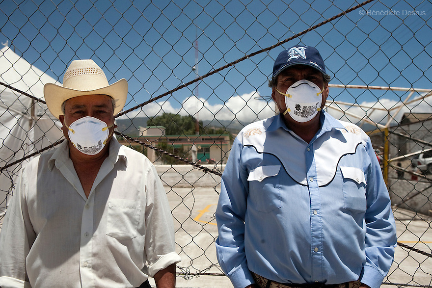 29 april 2009 - La Gloria, Mexico - Activists Jorge Bernal Zapata and Guadalupe Serrano Gaspar say the swine flu outbreak started at the industrial farms. They look at a module of the Granjas Carroll pig farm are nearest to La Gloria. The tank of pig waste emits a fetid odour. La Gloria, villlage in the southern Mexican state of Veracruz, where the new strain of swine flu was first detected. Local people have blamed the contamination by pig waste spread into the air and water from nearby industrial pig farms, known as Granjas Carroll and owned by the Virginia-based multinational company Smithfield Foods. A Smithfield spokeswoman says the company has found no clinical signs or symptoms of the flu in its swine herd or its employees in Mexico. Residents of La Gloria say about half the town's residents work in Mexico City and could easily have spread the virus. Photo credit: Benedicte Desrus / Sipa Press