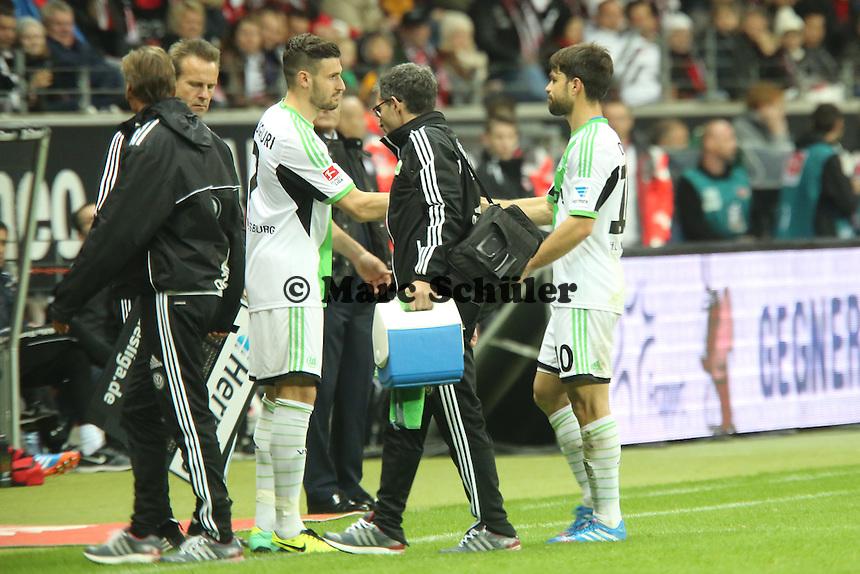 Diego (Wolfsburg) ist verletzt und Daniel Caliguri wird eingewechselt - Eintracht Frankfurt vs. VfL Wolfsburg, Commerzbank Arena
