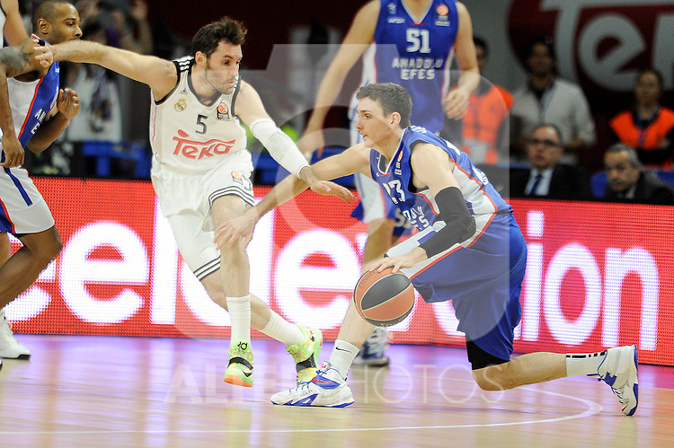 Real Madrid´s Rudy Fernandez and Anadolu Efes´s Matt Janning during 2014-15 Euroleague Basketball Playoffs match between Real Madrid and Anadolu Efes at Palacio de los Deportes stadium in Madrid, Spain. April 15, 2015. (ALTERPHOTOS/Luis Fernandez)