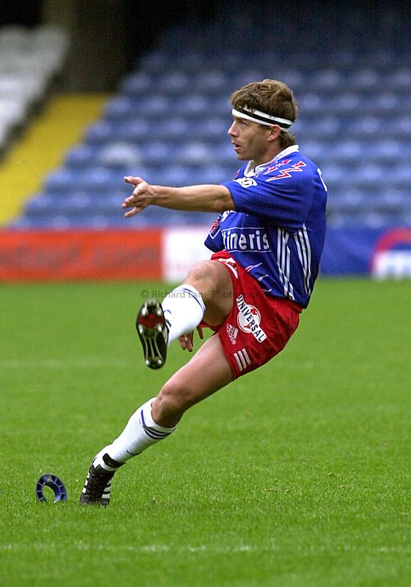 Photo Ken Brown.29.10.2000 Heineken Cup - Wasps v Stade Francais.Diego Dominguez