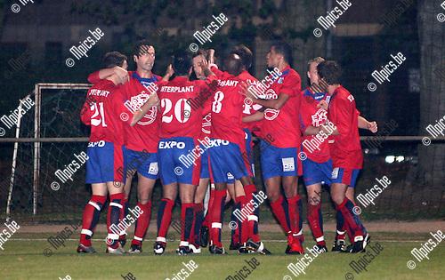 2009-09-26 / Seizoen 2009-2010 / Voetbal / KFCO Wilrijk - SK Londerzeel / Vreugde bij de spelers van Londerzeel na het 0-1 doelpunt..Foto: Maarten Straetemans (SMB)