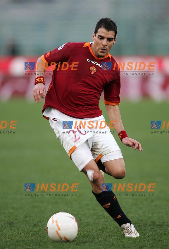 Simone Perrotta (Roma)<br /> Italian &quot;Serie A&quot; 2006-07<br /> 11 Feb 2007 (Match Day 23)<br /> Roma-Parma (3-0)<br /> &quot;Olimpico&quot;-Stadium-Roma-Italy<br /> Photographer: Andrea Staccioli INSIDE