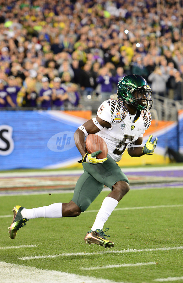 Jan. 3, 2013; Glendale, AZ, USA: Oregon Ducks running back De'Anthony Thomas (6) returns the opening kickoff for a touchdown in the first quarter against the Kansas State Wildcats during the 2013 Fiesta Bowl at University of Phoenix Stadium. Mandatory Credit: Mark J. Rebilas-
