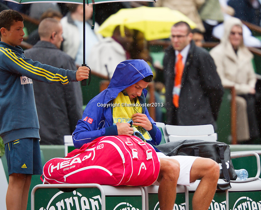 30-05-13, Tennis, France, Paris, Roland Garros,  Novak Djokovic with raincoat