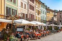 Italy, Piedmont, Orta San Giulio: restaurants in old town at Piazza Mario Motta | Italien, Piemont, Orta San Giulio: Restaurants im Zentrum der Altstadt auf der Piazza Mario Motta