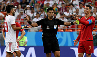 SARANSK - RUSIA, 25-06-2018: Enrique CACERES (PAR),  arbitro, pita un penal durante partido de la primera fase, Grupo B, entre RI de Irán y Portugal por la Copa Mundial de la FIFA Rusia 2018 jugado en el estadio Mordovia Arena en Saransk, Rusia. / Enrique CACERES (PAR), referee, signs a penal during the match between IR Iran and Portugal of the first phase, Group B, for the FIFA World Cup Russia 2018 played at Mordovia Arena stadium in Saransk, Russia. Photo: VizzorImage / Julian Medina / Cont