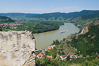 Austria, Lower Austria, UNESCO World Heritage Wachau, view from ruin Duernstein upriver, wine village Rossatz on the opposite side
