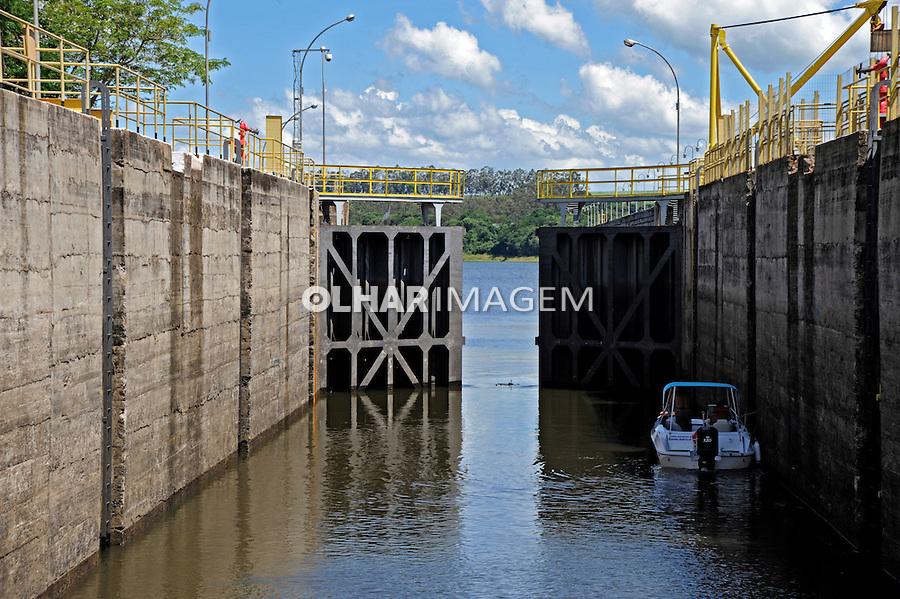 Eclusa da Barragem de Barra Bonita. São Paulo. 2014. Foto de Juca Martins.