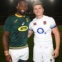 Siya Kolisi (captain) of South Africa with Owen Farrell (captain) of England during the 2018 Castle Lager Incoming Series 1st Test match between South Africa and England at Emirates Airline Park,<br /> Johannesburg.South Africa. 09,06,2018 Photo by (Steve Haag Sports)