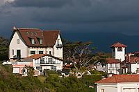Europe/France/Aquitaine/64/Pyrénées-Atlantiques/Pays-Basque/Saint-Jean-de-Luz: Les villas du Front de mer vers  la  Pointe Sainte-Barbe