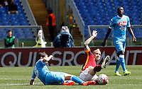 Calcio, Serie A: Roma vs Napoli. Roma, stadio Olimpico, 25 aprile 2016.<br /> Napoli&rsquo;s Jorginho, left, and Roma&rsquo;s Radja Nainggolan  fight for the ball during the Italian Serie A football match between Roma and Napoli at Rome's Olympic stadium, 25 April 2016.<br /> UPDATE IMAGES PRESS/Riccardo De Luca