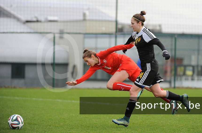 20160211 - TUBIZE , BELGIUM : Belgian Gwen Duijsters (R) and Switzerland's Vera Gysin (L) pictured during the friendly female soccer match between Women under 17 teams of  Belgium and Switzerland , in Tubize , Belgium . Thursday 11th February 2016 . PHOTO SPORTPIX.BE DIRK VUYLSTEKE