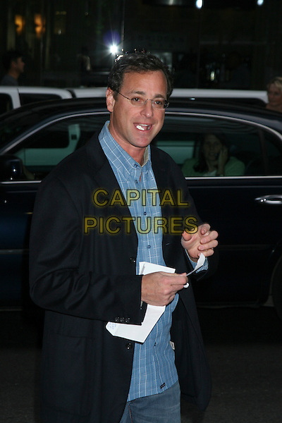 """BOB SAGET.Arrivals At """"no Direction Home: Bob Dylan"""" Premiere held at the Ziegfeld Theatre,.New York, 19th September 2005 .half length chewing gum black jacket.Ref: IW.www.capitalpictures.com.sales@capitalpictures.com.©Capital Pictures"""