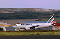 12/09/06 - AULNAT - PUY DE DOME - FRANCE - Airbus au decollage a l aeroport d Aulnat - Photo Jerome CHABANNE