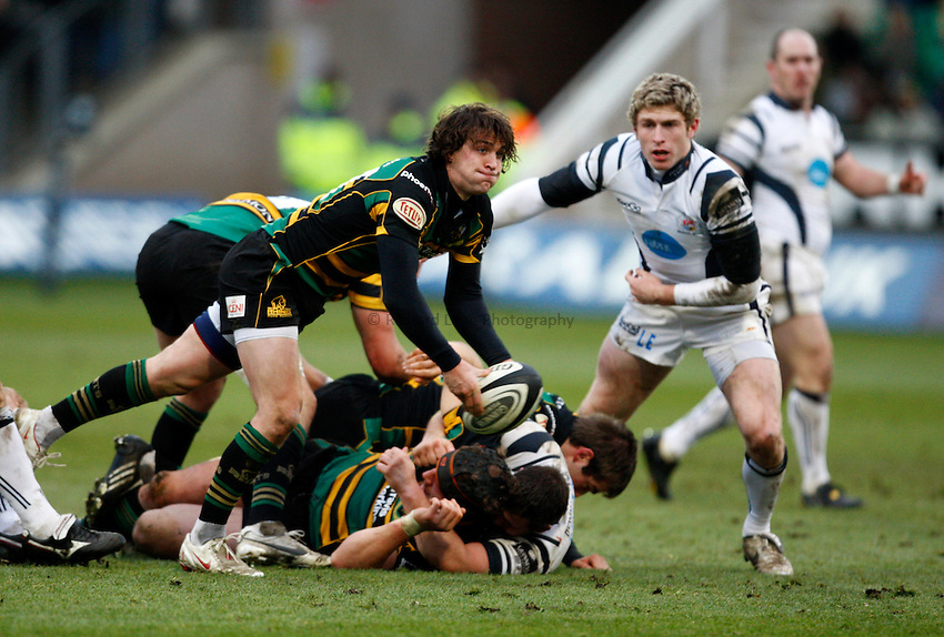 Photo: Richard Lane/Richard Lane Photography. Northampton Saints v Bristol Rugby. Guinness Premiership. 03/01/2009. Saints' Lee Dickson passes.