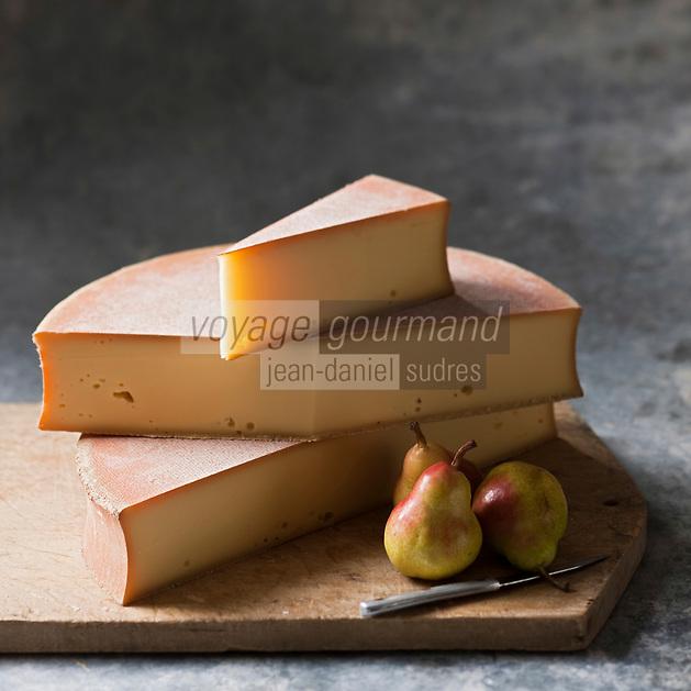 Europe/France/Rhône-Alpes/74/Haute Savoie/Fromage AOC Abondance et poires - Stylisme : Valérie LHOMME
