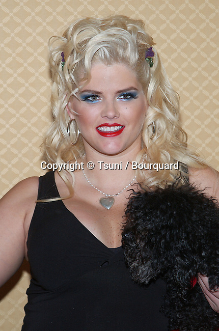 """Anna Nicole Smith at the """"ncta - National Cable Television Association"""" at the Ritz carlton in Pasadena in Los Angeles. July, 9, 2002."""