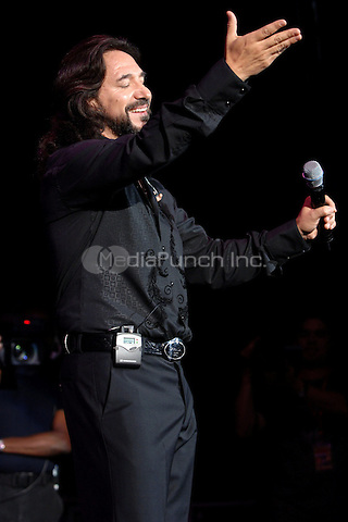 WEST PALM FL, JULY 29TH 2006<br /> Juntos En Concierto, Marco Antonio Solis performing live at the Sound Advice Ampitheater in West Palm FL,  July 29, 2006. Credit: mpi04 /MediaPunch
