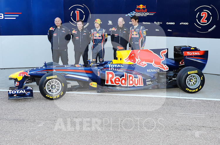 01.02.2011, Street Circuit. Jerez, ESP, Formel 1 Test 1 Valencia 2011,  im Bild  Red Bull RB7 Launch 2011 - Rob Marshall Red Bull Racing Chief Designer - Christian Horner (GBR), Red Bull Racing, Sporting Director - Sebastian Vettel (GER), Red Bull Racing - Adrian Newey (GBR), Red Bull Racing (ex. McLaren), Technical Operations Director - Mark Webber (AUS), Red Bull Racing  Foto: nph / Dieter Mathis< gemischt >