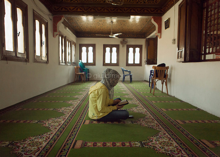 Egypt / Cairo / 18.4.2013 / Ding Lan prays in a mosque in Abbasseya, quarter of Cairo. © Giulia Marchi