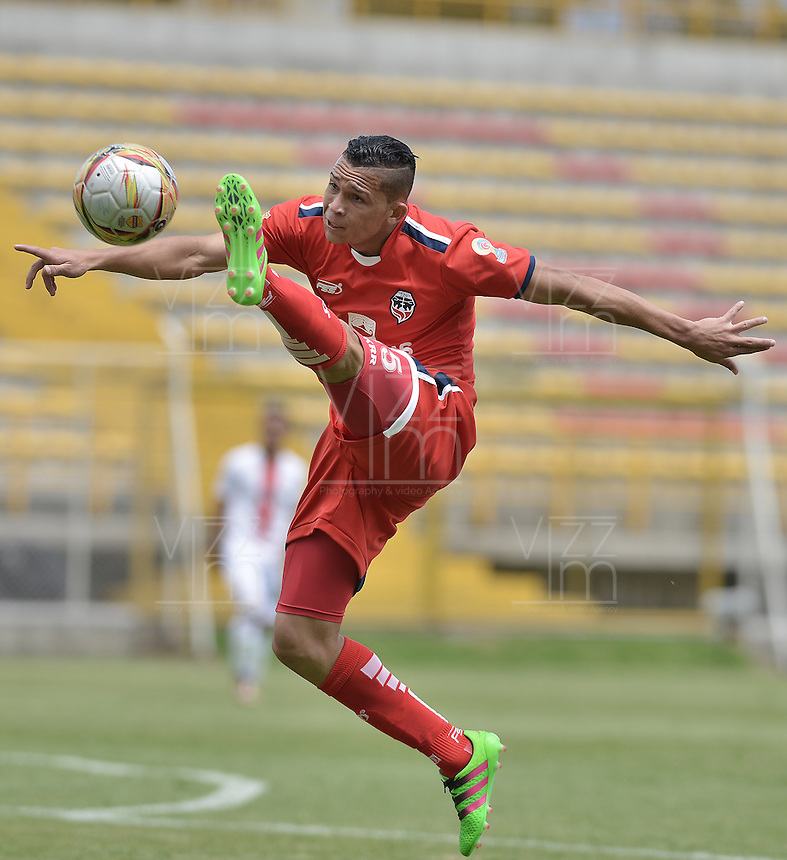 BOGOTA - COLOMBIA -16 -04-2016: Carlos Rodriguez jugador de Fortaleza en acción durante el partido entre Fortaleza FC y Cortuluá por la fecha 13 de Liga Águila I 2016 jugado en el estadio Metropolitano de Techo en Bogotá./ Carlos Rodriguez player of Fortaleza during the match between Fortaleza FC and Cortulua for the date 13 of the Aguila League I 2016 played at Metropolitano de Techo stadium in Bogota. Photo: VizzorImage / Gabriel Aponte / Staff.