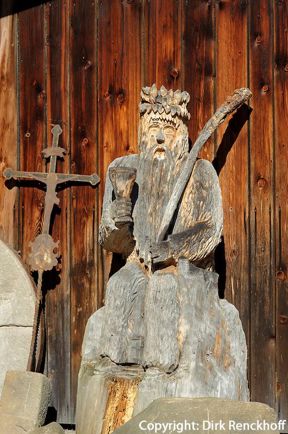 Schnitzerei des &quot;Wilde M&auml;nnle&quot; in Oberstdorf im Allg&auml;u, Bayern, Deutschland<br /> Carving &quot;Wilde M&auml;nnle&quot;  in Oberstdorf, Allg&auml;u, Bavaria,  Germany