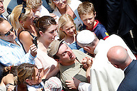 Papa Francesco saluta i fedeli dopo aver recitato l'Angelus dall'ingresso della residenza estiva di Castel Gandolfo, 14  luglio 2013.<br /> Pope Francis greets faithful after reciting the Angelus prayer from the entrance of his summer residence in Castel Gandolfo, on the outskirts of Rome, 14 July 2013.<br /> UPDATE IMAGES PRESS/Riccardo De Luca<br /> <br /> STRICTLY ONLY FOR EDITORIAL USE