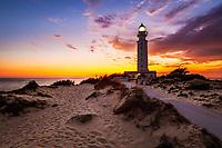 Spanien, Andalusien, Provinz Cadiz, Los Canos de Meca: Trafalgar Leuchtturm in den Duenen an der Costa de la Luz bei Sonnenuntergang | Spain, Andalusia, Cadiz province, Los Canos de Meca: Cape Trafalgar lighthouse at  Costa de la Luz and sand dunes at sunset