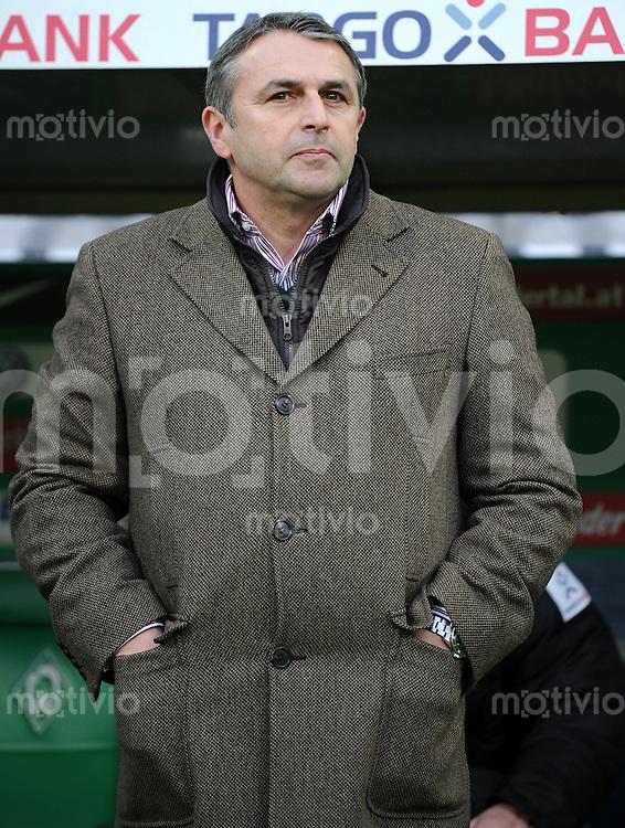 FUSSBALL   1. BUNDESLIGA   SAISON 2011/2012    16. SPIELTAG SV Werder Bremen - VfL Wolfsburg          10.12.2011 Manager Klaus ALLOFS (SV Werder Bremen)