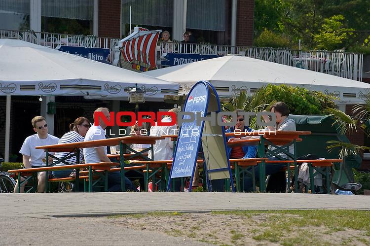 30.05.2010, Duemmer See, Damme, GER, Wetter Ipressionen im Bild <br /> Feature, Olgahafen Gaeste Kaffee <br />  Foto: nph / Kokenge
