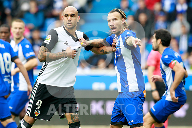 Deportivo Alaves'  Alexis Ruano (r) and Valencia CF's Simone Zaza during La Liga match. October 28,2017. (ALTERPHOTOS/Acero)