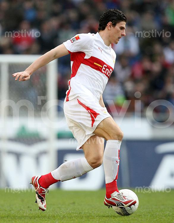 FUSSBALL     1. BUNDESLIGA     SAISON 2007/2008   26. SPIELTAG Hannover 96 - VfB Stuttgart                                        30.03.2008 Mario GOMEZ (VfB Stuttgart), Einzelaktion am Ball