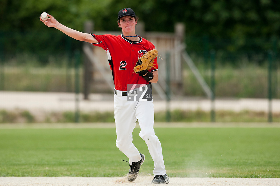 21 May 2009: Maxime Charlot of Toulouse throws a ball to first base during the 2009 challenge de France, a tournament with the best French baseball teams - all eight elite league clubs - to determine a spot in the European Cup next year, at Montpellier, France.