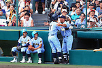 (L-R) Shinnosuke Ogasawara,  Keiji Monma, AUGUST 20, 2015 - Baseball : Shinnosuke Ogasawara (L) of Tokai University Sagami celebrates with Manager Keiji Monma (R) after hitting a solo home run in the ninth inning during the 97th Japanese High School Baseball Championship final match Tokai University Sagami 10-6 Sendai Ikuei at Hanshin Koshien Stadium in Nishinomiya, Hyogo, Japan. (Photo by Katsuro Okazawa/AFLO)