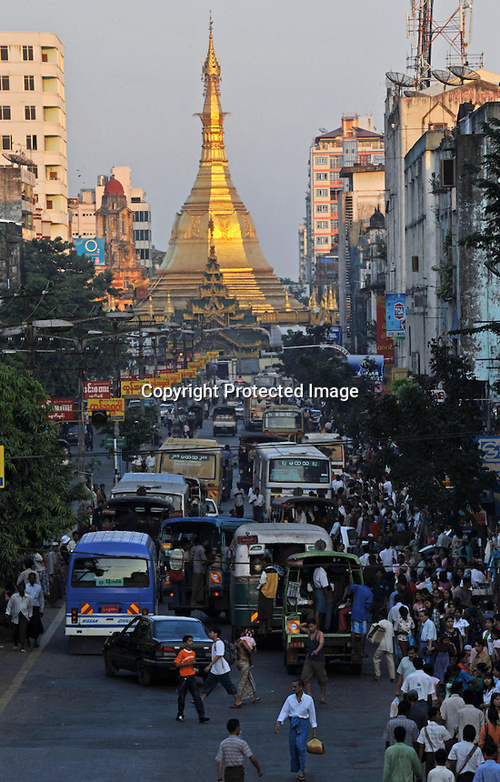 Traffic passes in front of the Sule Paya, Rangoon, Burma, Nov 2008.<br /> <br /> Photo by Richard Jones