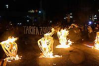 SÃO PAULO, SP, 29/10/2015 - PASSE-LIVRE- Ato pela tarifa zero realizado pelo Movimento Passe Livre em frente ao Theatro Municipal de São Paulo (Foto: Marcos Bizzotto/Brazil Photo Press)