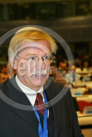 BRUSSELS - BELGIUM - 13 OCTOBER 2005 --Committee of the Regions (CoR) - Open Days. -- Plenary Session in Charlemagne. Alexander SLAFKOVSKY, Mayor of Liptovsky Mikulas, Slovenia.  PHOTO: ERIK LUNTANG / EUP-IMAGES