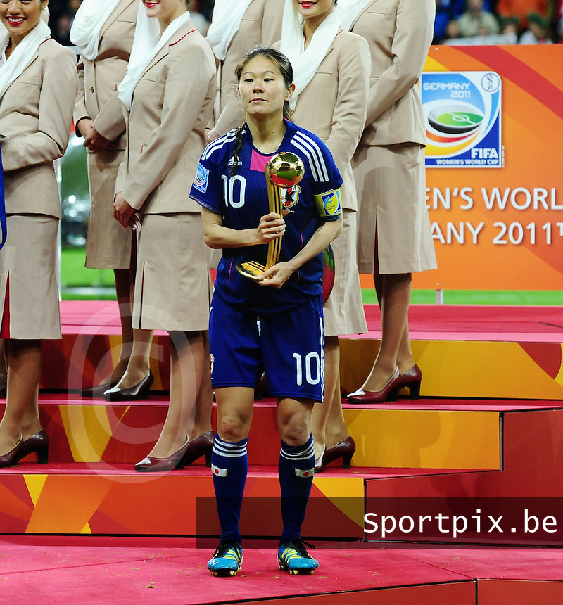 Fifa Women's World Cup Germany 2011 : Japan - USA  at Commerzbank Arena Frankfurt : Homare Sawa poseert met haar gouden bal.foto DAVID CATRY / Vrouwenteam.be