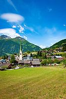 Oesterreich, Osttirol, Nationalpark Hohe Tauern, Virgental, Virgen: miz spaetgotischer Pfarrkirche im Ortszentrum | Austria, East-Tyrol, High Tauern National Park, Virgen Valley, Virgen: with parish church at village centre