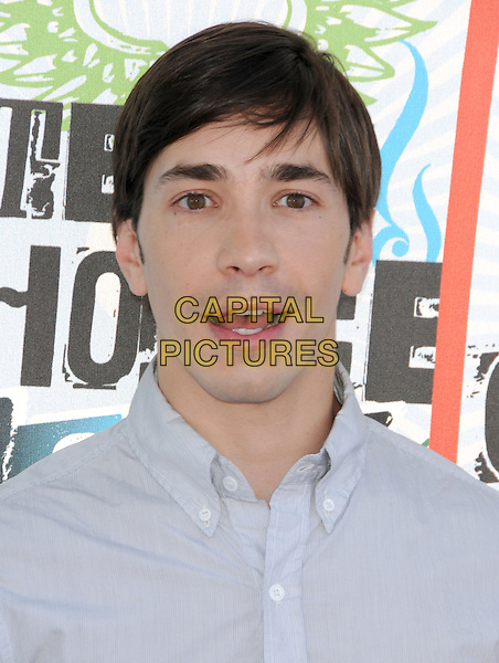 JUSTIN LONG.Fox Teen Choice 2010 Awards held at he Universal Ampitheatre in Universal City, California, USA..August 8th, 2010    .headshot portrait grey gray white mouth open.CAP/RKE/DVS.©DVS/RockinExposures/Capital Pictures.