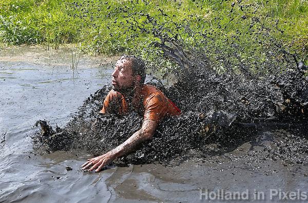 Nederland Schermerhorn  2016 07 10.  Jaarlijkse Prutmarathon door de modderige slootjes van de Mijzenpolder. Foto Berlinda van Dam / Hollandse Hoogte