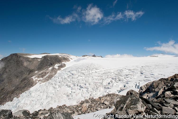 Toppen av brefallet på Bødalsbreen. ---- The glacier Bødalsbreen.