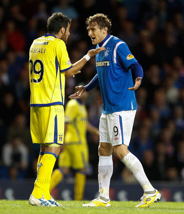 Manuel Pascali and Nikica Jelavic have words