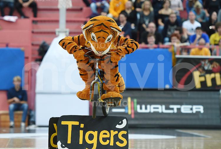 Basketball  1. Bundesliga  2015/2016  Hauptrunde  3. Spieltag  10.10.2015 Walter Tigers Tuebingen - Eisbaeren Bremerhaven Tigers Maskottchen Walter bei einem Jump mit einem Fahrrad