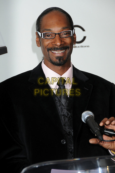 SNOOP DOGG (Cordozar Calvin Broadus, Jr.).2009 American Music Awards Press Conference held at the Beverly Hills Hotel, Beverly Hills, California, USA..October 13th, 2009.half length suit jacket glasses goatee facial hair hair black microphone black smiling .CAP/ADM/BP.©Byron Purvis/AdMedia/Capital Pictures.