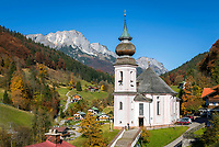 Deutschland, Bayern, Oberbayern, Berchtesgadener Land: Wallfahrtskirche und Ort Maria Gern vorm Untersberg | Germany, Bavaria, Upper Bavaria, Berchtesgadener Land: village and pilgrimage church Maria Gern with Untersberg mountain